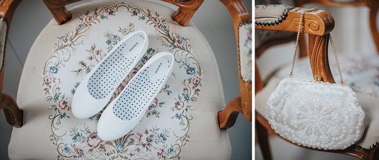 Detaljbild på skor och väska för bröllop.
